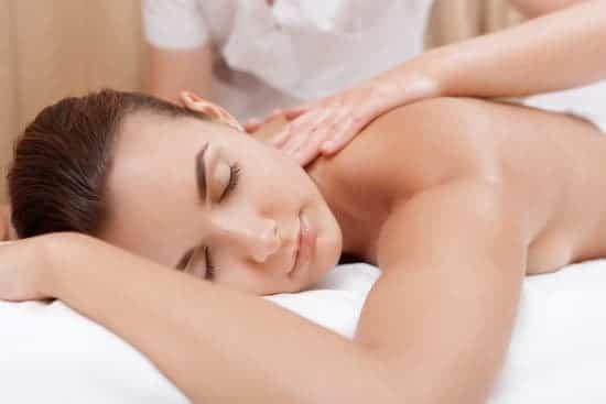massage du dos jeune maman